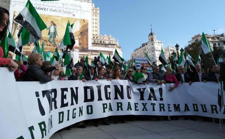 Tres mil personas piden en Madrid un tren digno para Extremadura