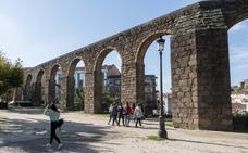 El acueducto y Sancho Polo conquistan a los turistas en Plasencia