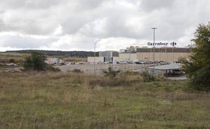 Bloqueo del futuro parque comercial de Cáceres al denunciar Pronorba que el suelo es suyo