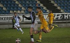 El Badajoz se plantea jugar en Almendralejo si se resiembra el césped