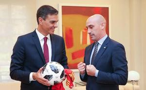 Rubiales: «Tenemos que agradecer a Sánchez el paso que ha dado por el fútbol»