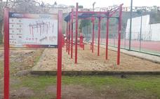 El Consistorio de Coria instala un circuito deportivo exterior en el polideportivo
