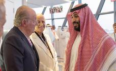 El inoportuno saludo de don Juan Carlos al heredero saudí en Abu Dabi