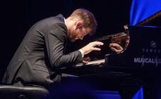 «Trato de cantar como un cantaor, pero con las manos sobre el piano»