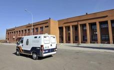 Prisiones traslada a dos etarras presos en la cárcel de Badajoz