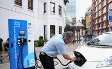 El alcalde de Mérida se compromete a eliminar el impuesto de rodaje a los vehículos eléctricos