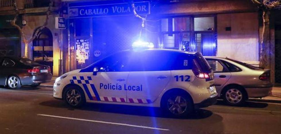 Detienen en la Plaza Mayor de Salamanca a un conductor ebrio y con una motosierra en el automóvil