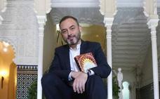 El extremeño Sánchez Adalid presenta su último libro