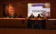 Mabel Lozano habla sobre la prostitución con 200 alumnos de los institutos de Almendralejo