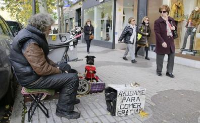 Una treintena de personas piden y duermen en las calles de Cáceres