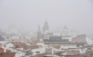 Badajoz amanece cubierto de niebla