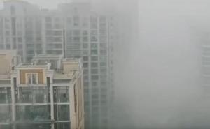 La niebla se apodera de una ciudad