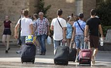 Los turistas gastan el 2,7 % más hasta octubre, con 79.921 millones