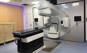 El nuevo aparato de radioterapia de Badajoz reduce el número de sesiones