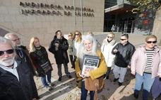 Entregan 12.327 firmas en el Palacio de Justicia de Cáceres que piden indultar a los hosteleros de La Madrila