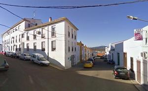 Fallece un hombre tras sufrir un desvanecimiento en una calle de Fuente del Maestre