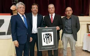 Enrique Cerezo asiste al 25 aniversario de la peña atlética