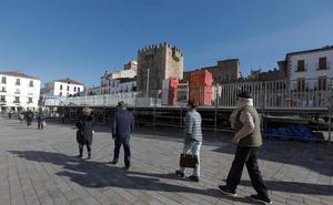 La pista de hielo regresa a la Plaza Mayor de Cáceres como estímulo para el comercio