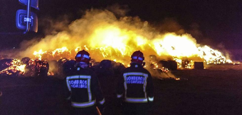 Condenado al destierro de su pueblo cuatro años por quemar 2.000 fardos de paja a un vecino