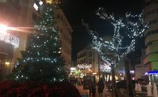 El alumbrado de Navidad ya luce en Almendralejo