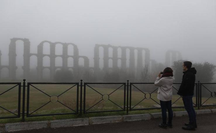 Mérida amanece con niebla en el Día de la Constitución