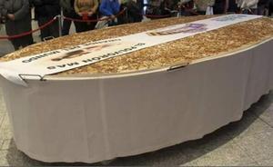 Miajadas encarga un polvorón de más de 300 kilos a Estepa para inaugurar las fiestas navideñas