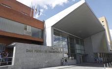Califican de «injusta» la decisión de expedientar al traumatólogo en Cáceres