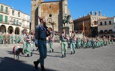 La Legión recibe la Medalla de Oro en un llamativo acto en la plaza de Trujillo