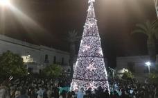 Cientos de santeños presencian el encendido navideño