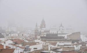 La niebla obliga a desviar al aeropuerto de Sevilla el vuelo Barcelona-Badajoz de este domingo