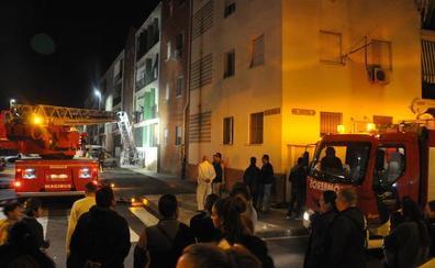 Varias personas afectadas en el incendio de una vivienda en Don Benito