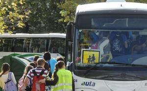 Padres del Cerro Gordo en Badajoz bajan a sus hijos del autobús escolar por la falta de pericia del conductor