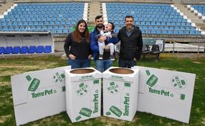 El Badajoz abre su corazón al pequeño Carlos