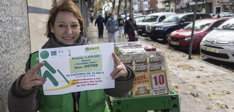 Dos peñas de San Roque se reparten el premio del cupón de la ONCE en Badajoz
