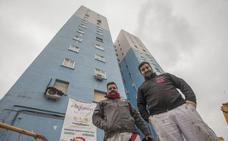 El cambio de color de un icono urbano en Cáceres