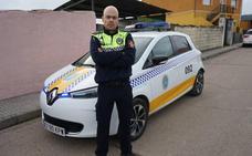 De patrullar a pie, a hacerlo en coche eléctrico