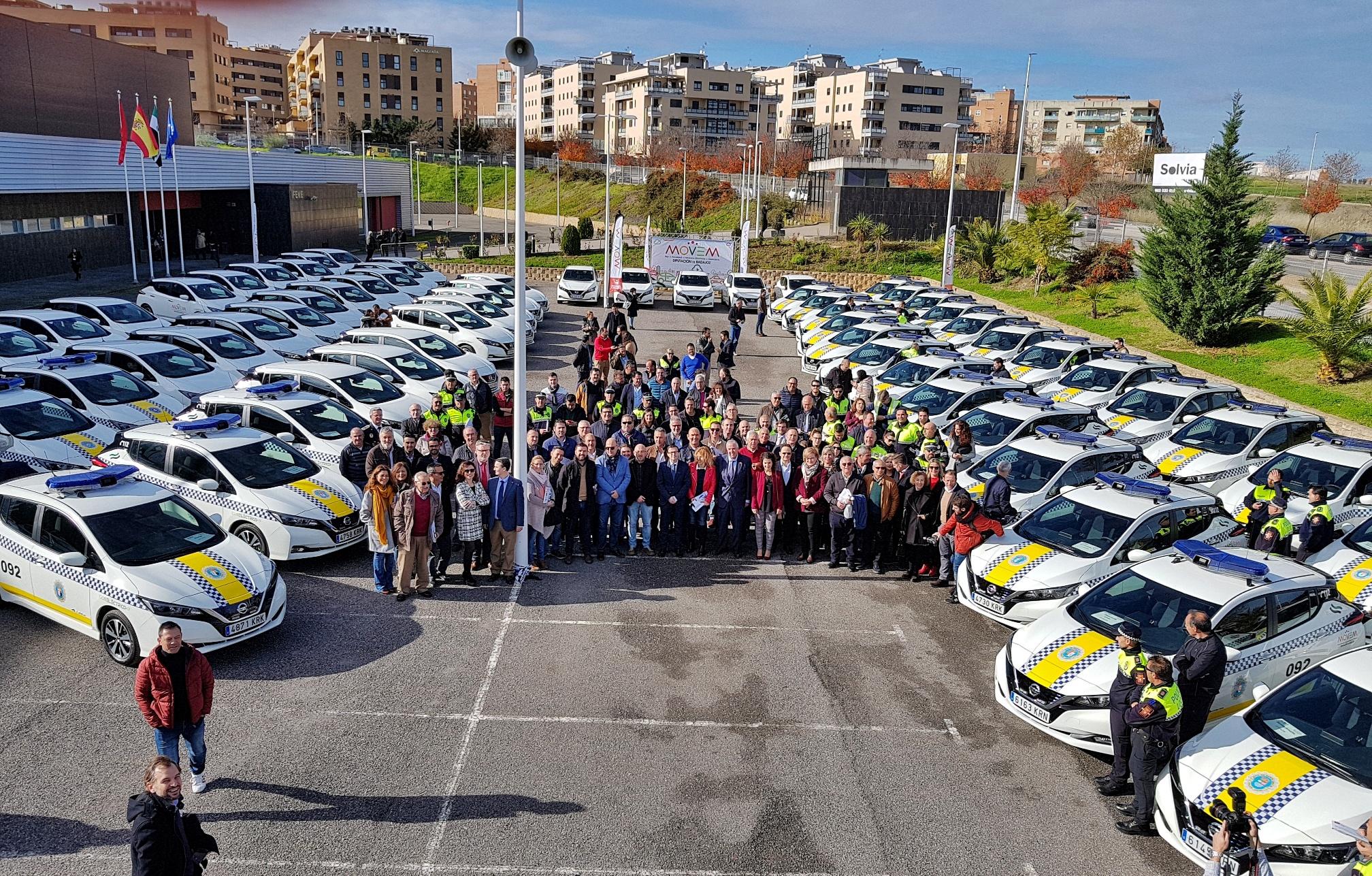 La Diputación de Badajoz entrega a los municipios los primeros 67 vehículos eléctricos