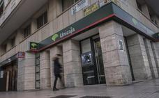 Monago pide a Vara que luche para que no se cierren oficinas en la fusión Unicaja-Liberbank