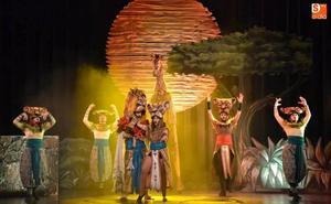 Simba y Kiara rugen en el Palacio de Congresos de Badajoz