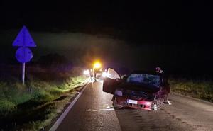 Tres personas resultan heridas en un choque frontal cerca de Badajoz