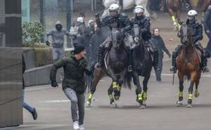 Tensión en una manifestación de la extrema derecha en Bruselas contra el pacto de la ONU sobre migración