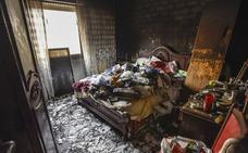 El herido en el incendio en una vivienda en Badajoz sufría síndrome de Diógenes