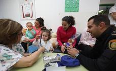 Los niños hospitalizados reciben juguetes de la Policía Nacional de Mérida