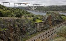 Concluye con cuatro años de retraso el tablero del puente del AVE en el Tajo