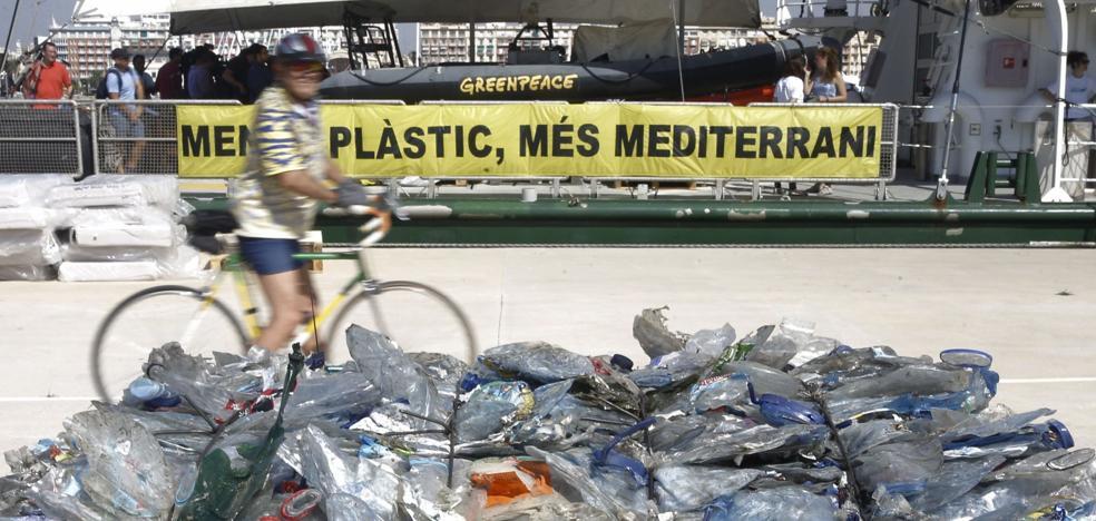 Europa prohibirá las pajitas y las cucharillas de plástico desde 2021