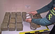 Entran en prisión dos detenidos en Fuente de Cantos que transportaban 20 kilos de hachís
