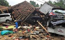 Un tsunami provocado por la erupción del 'hijo' del 'Krakatoa' deja al menos 429 muertos en Indonesia