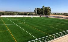 Veteranos extremeños y portugueses estrenarán el campo de césped artificial de La Albuera