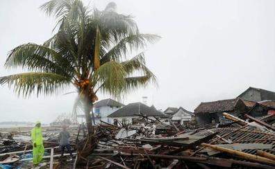 Indonesia advierte del «clima extremo» y eleva a 430 los muertos por el tsunami