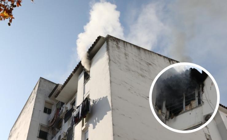 El incendio en una vivienda en Mérida obliga a evacuar un bloque de pisos